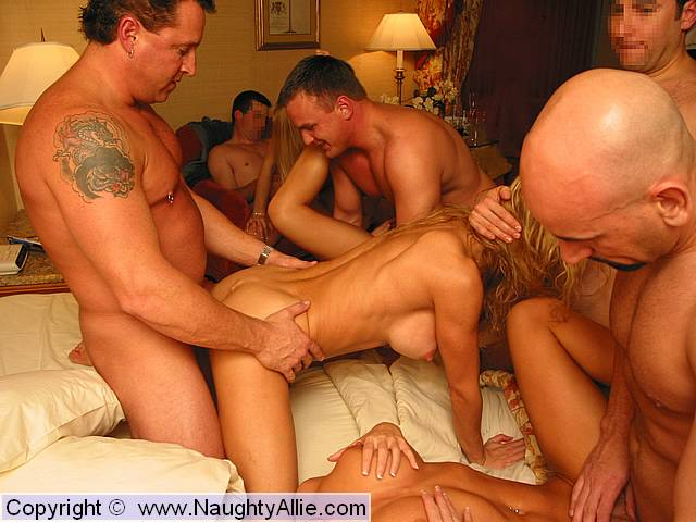 Swinging couples fucking and sucking share