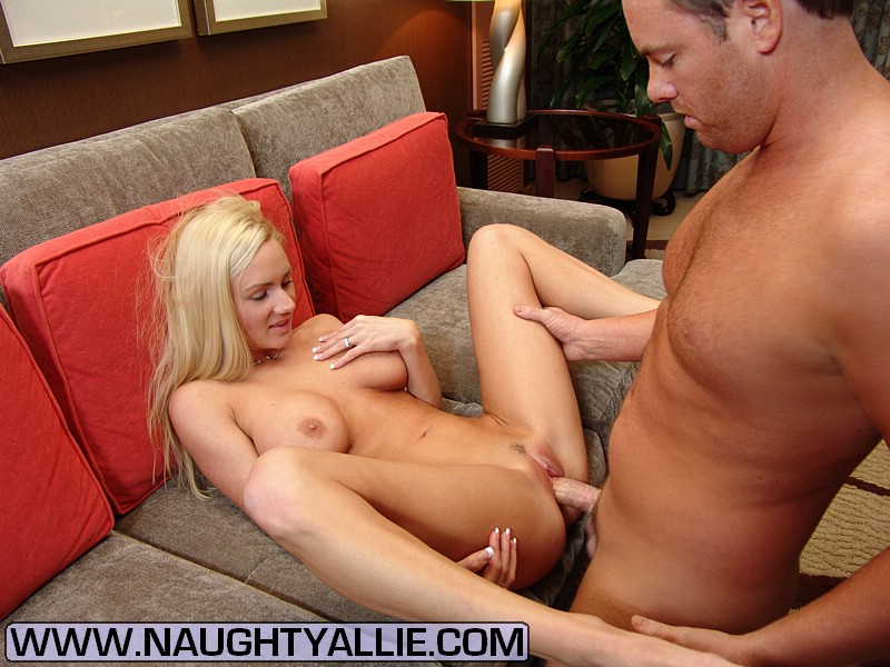 Amateur blonde milf interracial